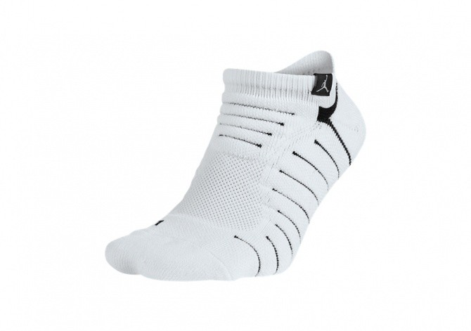 NIKE AIR JORDAN ULTIMATE FLIGHT ANCKLE SOCKS WHITE BLACK