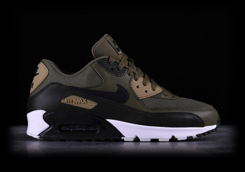 8aa8b1b67b NIKE AIR MAX 90 ESSENTIAL MEDIUM OLIVE pour €137,50 | Basketzone.net