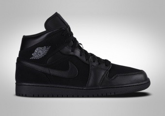 a77036542659c1 BASKETBALL SHOES. NIKE AIR JORDAN 1 RETRO MID TRIPLE BLACK